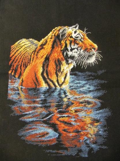 Купающийся тигр вышивка